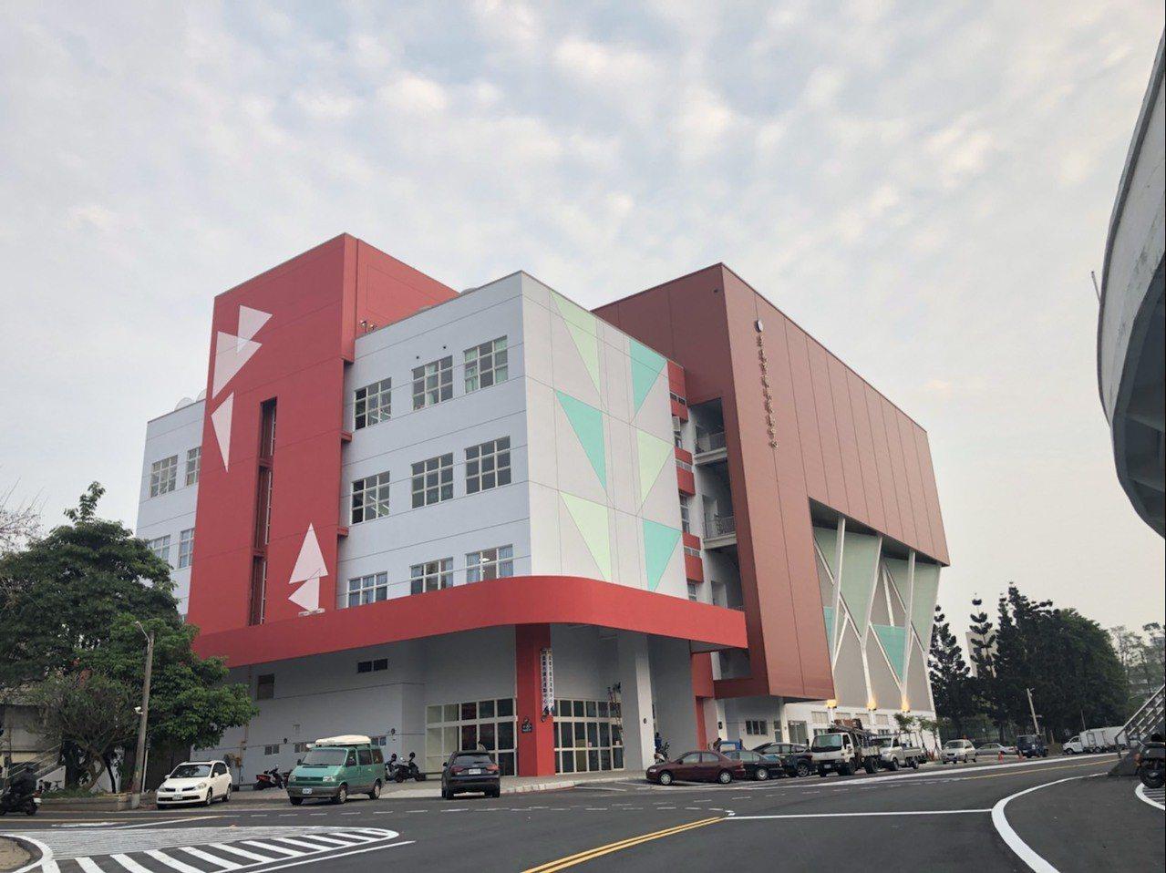 嘉義市國民運動中心是雲嘉南第一座營運的國民運動中心,樓地板面積約3000坪,包含...