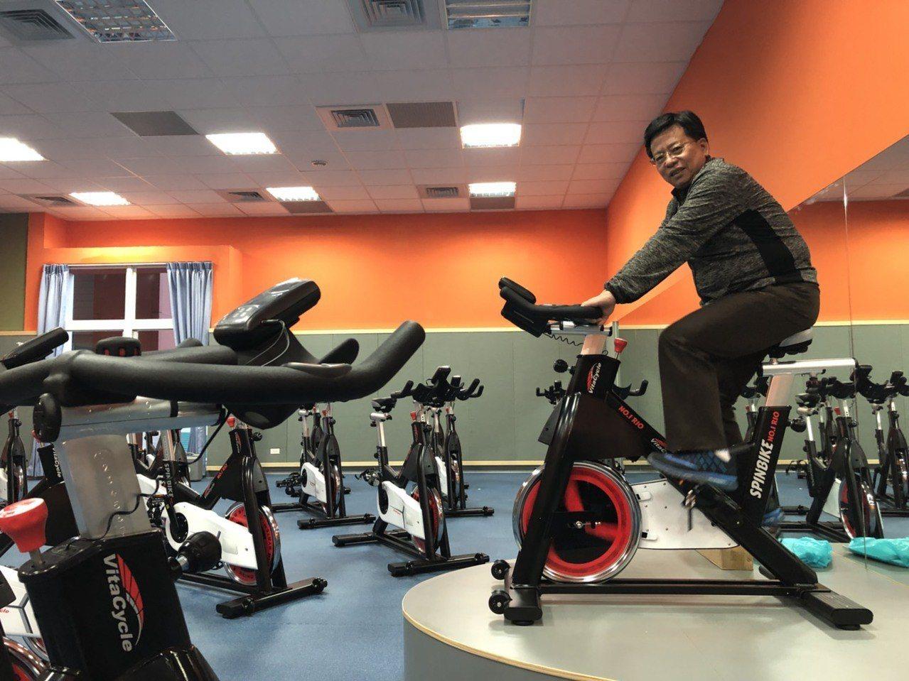 飛輪教室內有31步飛輪腳踏車,可訓練運動者的心肺功能及肌耐力。記者王慧瑛/攝影