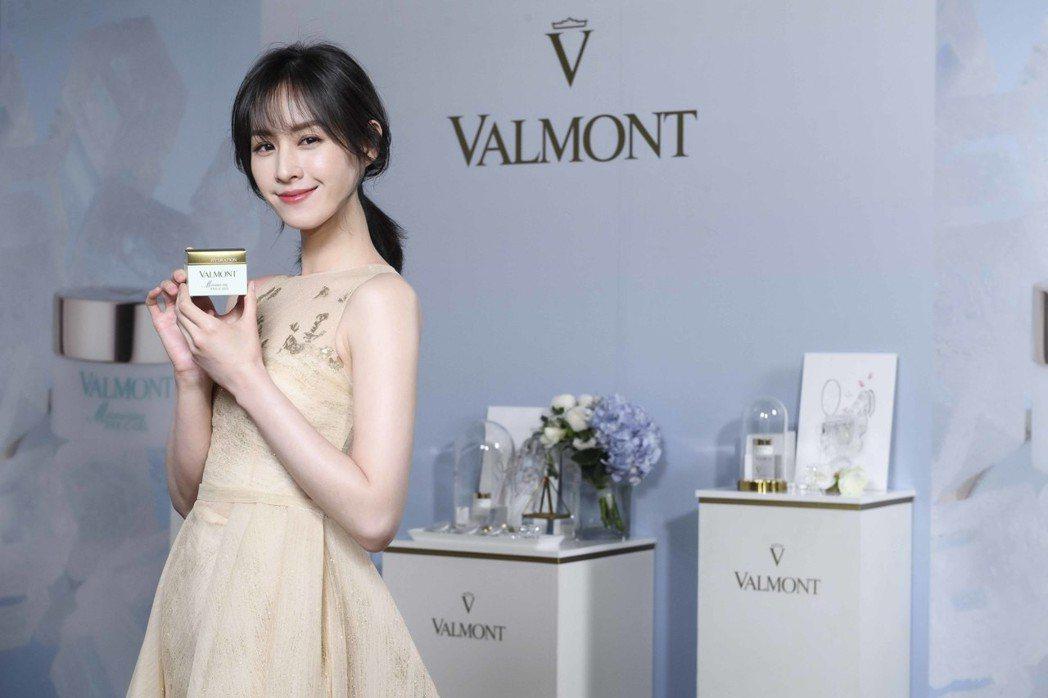 曾愷玹擔任VALMONT新品發表嘉賓,她著重眼部保濕,日夜以不同步驟保養。圖/V...