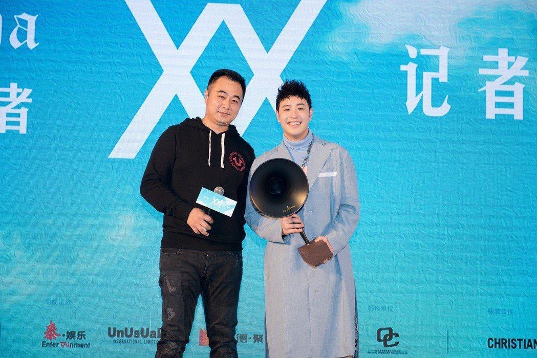 潘瑋柏(右)14日在上海舉行2018年全新「Alpha創使者世界巡迴演唱會」起跑...