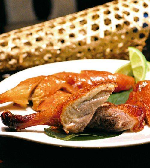 先知鴨是頤宮的招牌料理之一。圖/台北君品酒店提供