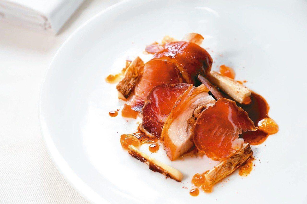 比昂創意料理餐廳主廚與團隊精心研發菜色。 圖/摘自La Cocotte by F...