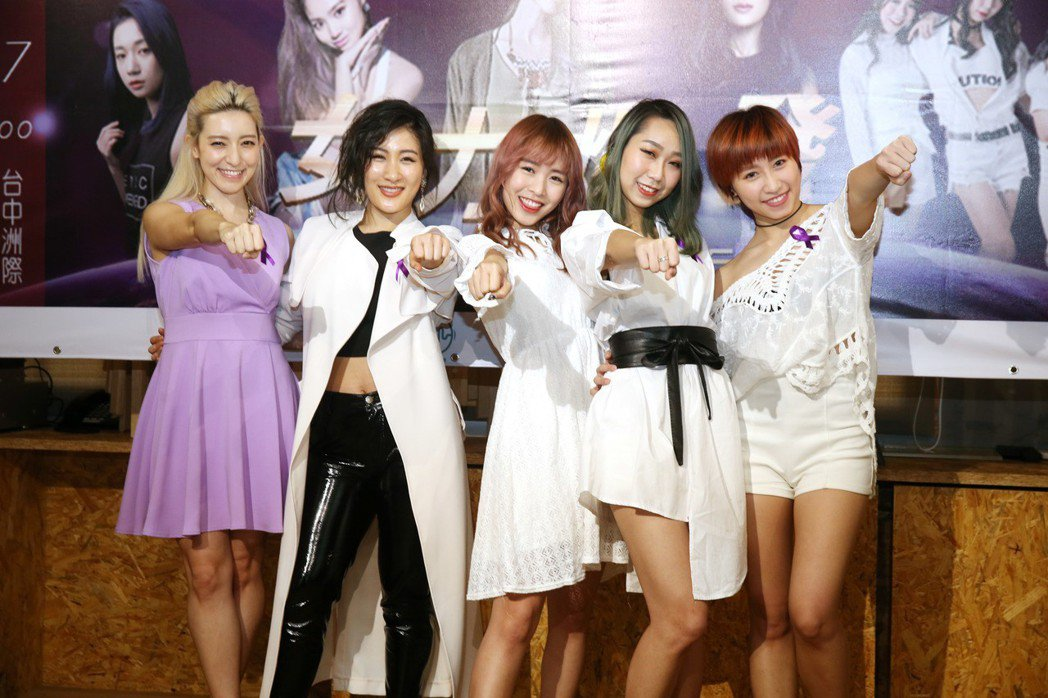 梁心頤(左起)、劉明湘、微甜女孩將在台中舉辦一場女力爆發演唱會。記者邱德祥/攝影