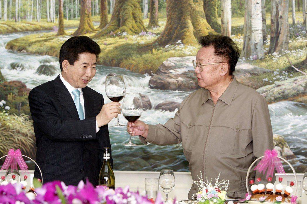 盧武鉉(左)。 法新社