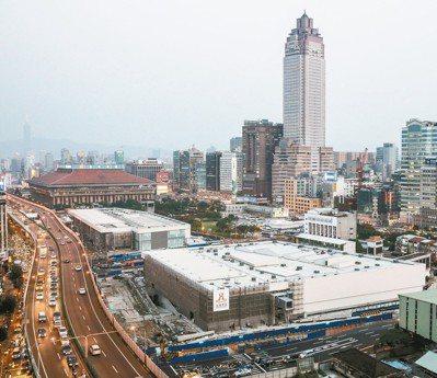 台北雙子星昨(14)日舉辦招商說明會,吸引共74組、200人的投資人代表到場,座...