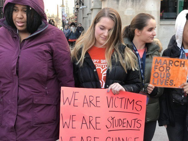 芝加哥學生響應全美走出教室17分鐘活動。特派員黃惠玲/攝影
