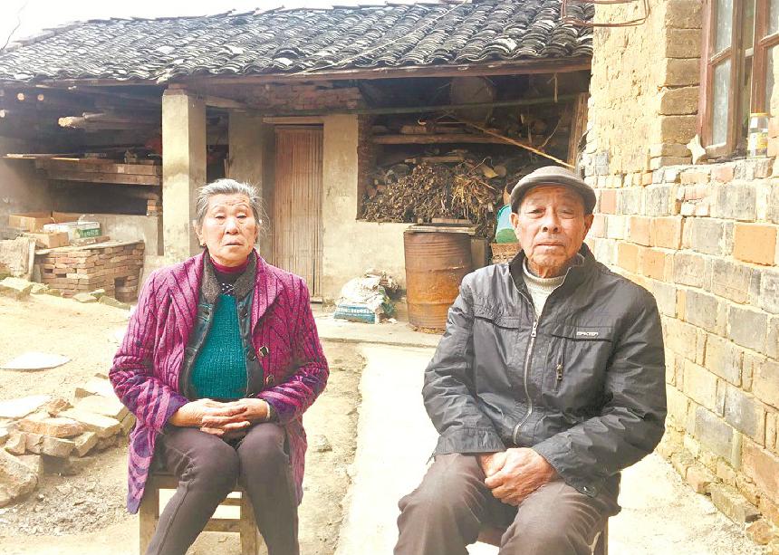 年輕媽媽患病離世,欠債14萬的家人退還11萬善款。圖/擷自澎湃新聞網