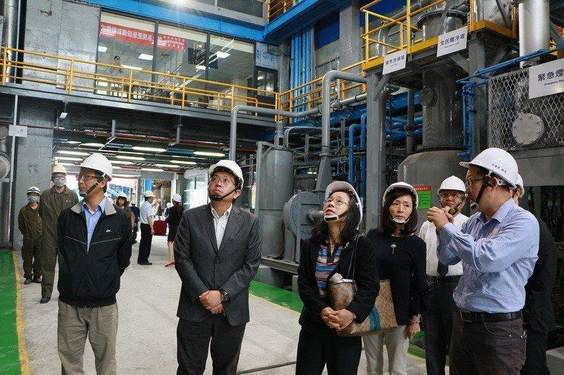 成大環境資源研究管理中心資源回收廠焚化系統設備啟用,成大一、二級主管均到場參與。...