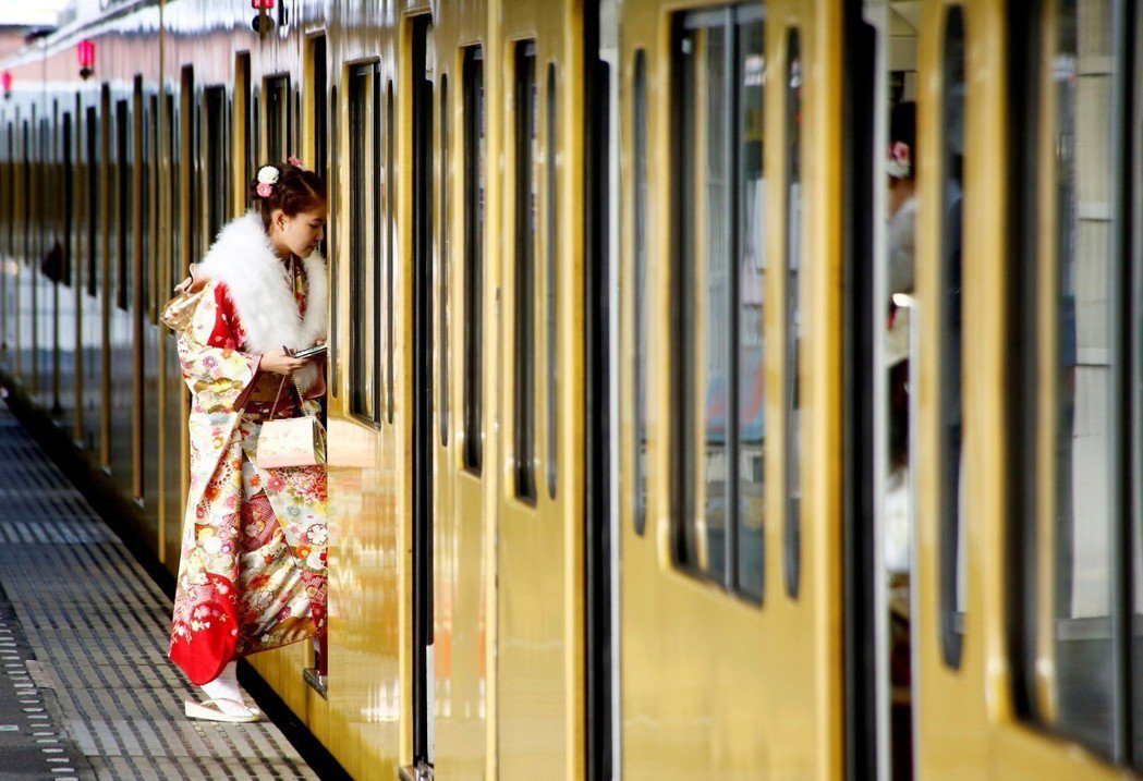日本設置「女性專用車廂」,以保障婦女乘車安全、防犯性騷擾,但卻引起部分人士認為這...