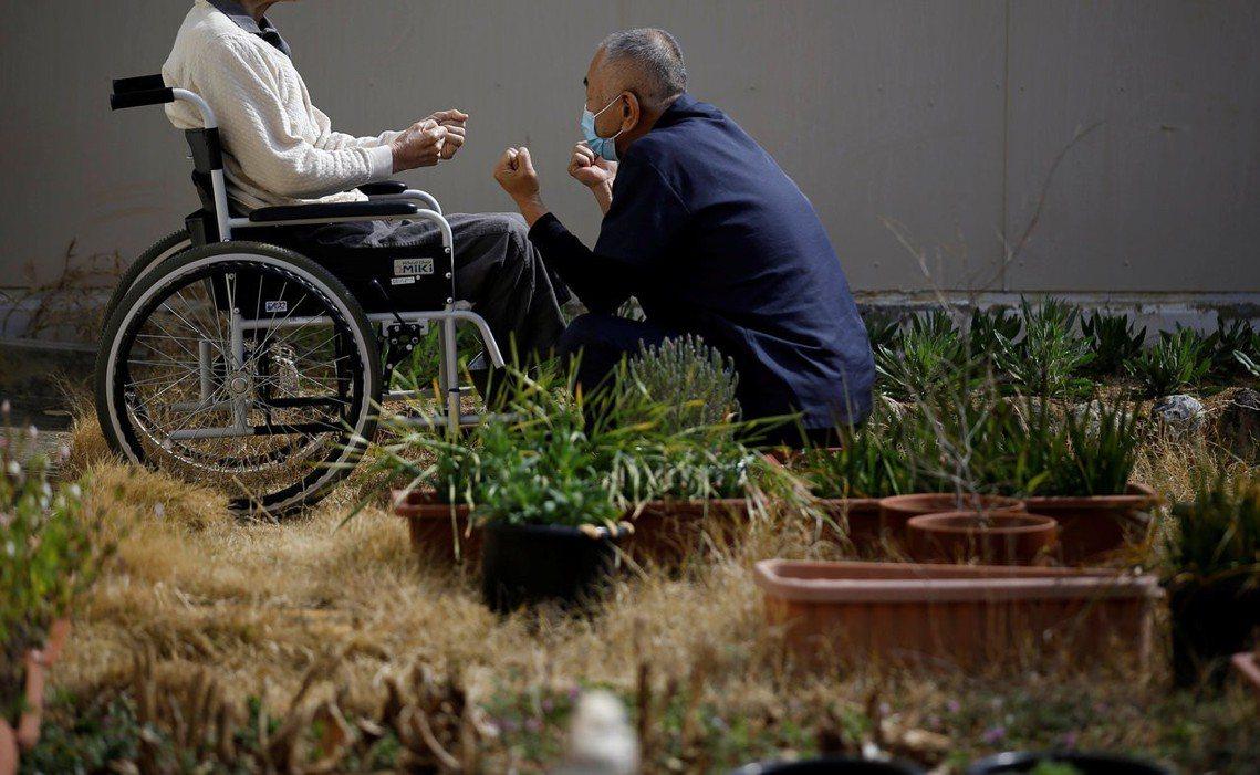 德島監獄配置了介護人員就近照顧,監獄彷彿變成了養老中心。 圖/路透社