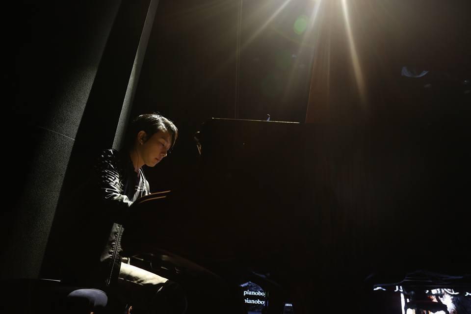 創作《The truth that you leave》的「Pianoboy」高...