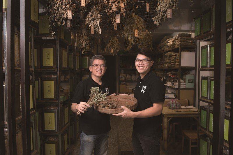 「老済安青草店」は新たな取り組みで伝統的な薬草茶と青草文化を後世に伝えます。(写...