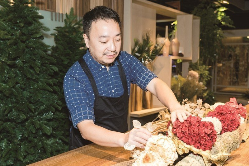 Shi Renjie uses floral art to provide li...