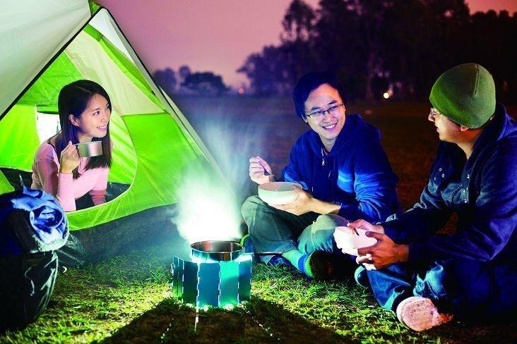 露營聚會是增進親友情感交流的休閒活動。(圖/Shutterstock提供)