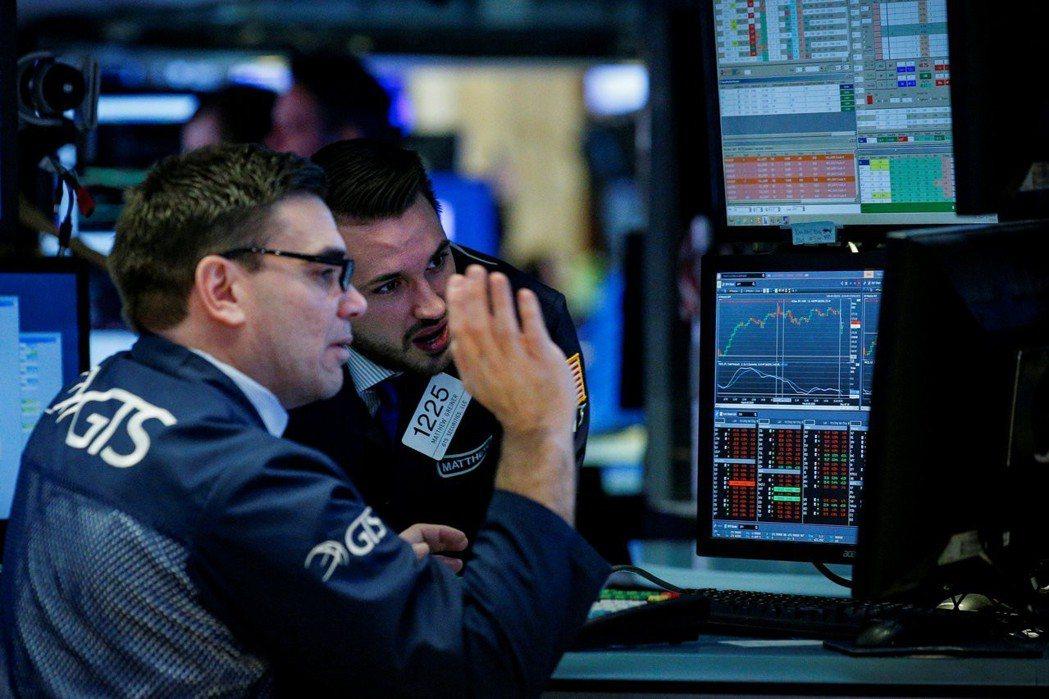 美股周三下跌,因市場對貿易戰的擔憂加深,以及2月零售銷售數據顯示經濟成長放緩。 ...