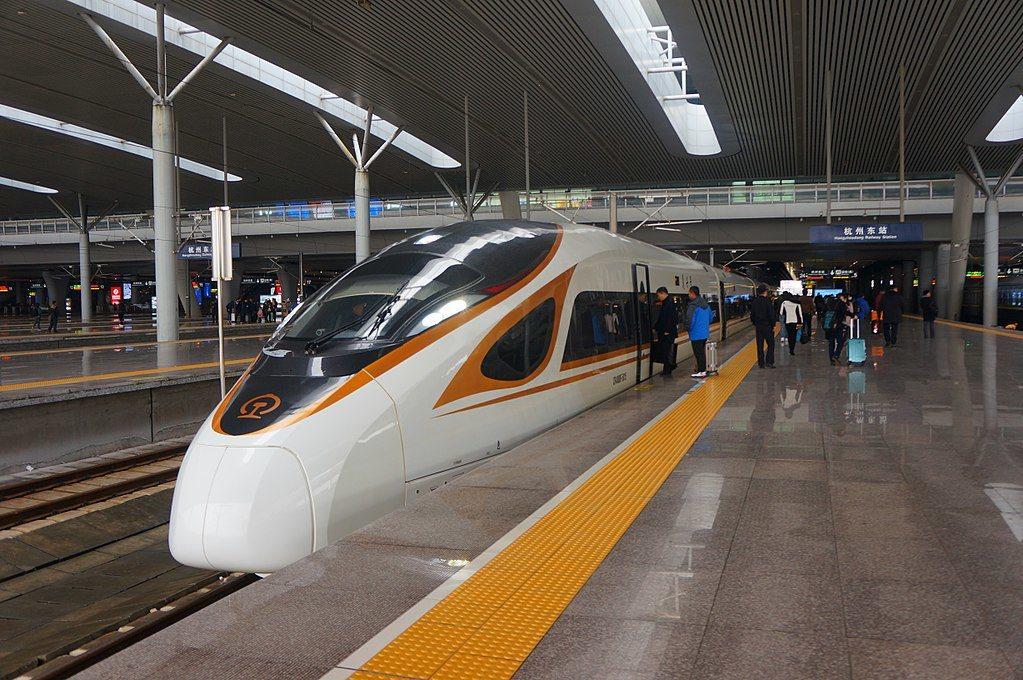 大陸「復興號」高鐵停靠在杭州東站。擷取自維基百科