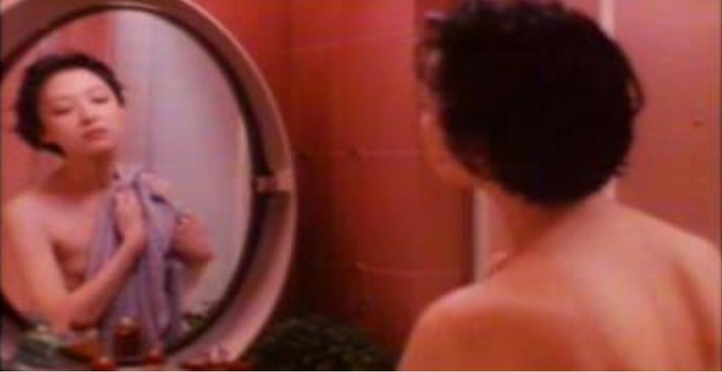 胡茵夢因「代客停車」這幕裸露登上雜誌,引起軒然大波。圖/翻攝自微博
