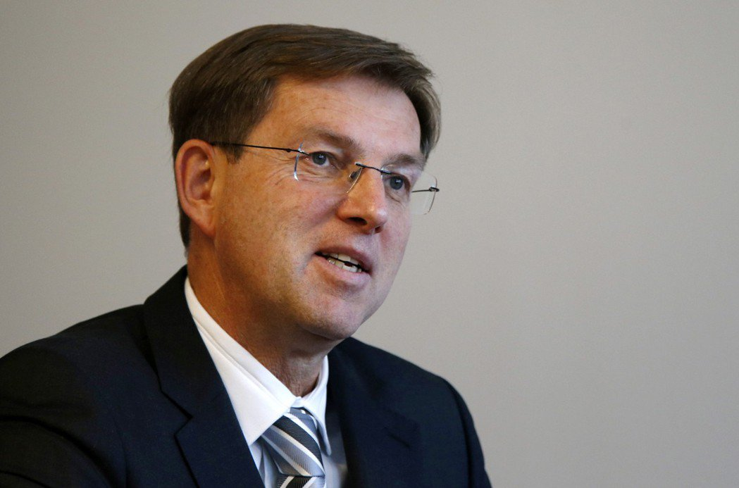 斯洛維尼亞重大鐵路建設案遭阻後,斯洛維尼亞總理塞拉爾14日請辭,目前不清楚斯國是...