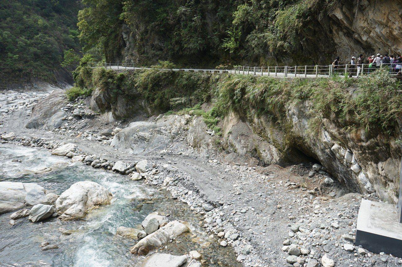 太魯閣國家公園白楊步道沿線景色優美。記者王燕華/攝影