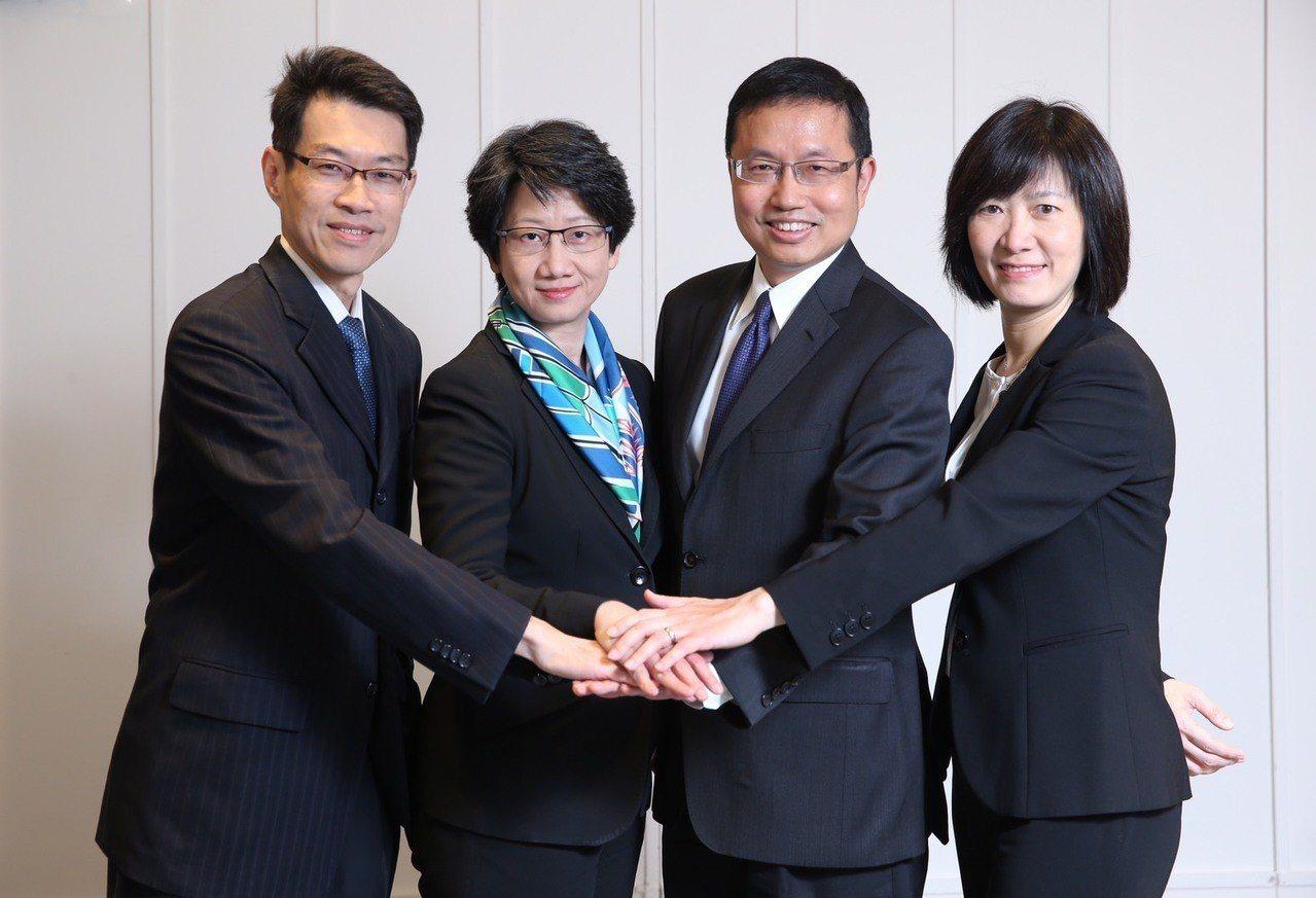 凱基投信全新管理團隊成形,聚焦創新產品服務,左起總經理高子敬、副董事長張慈恩、董...
