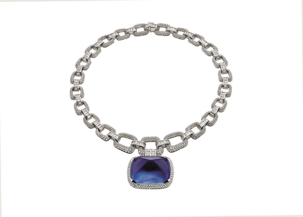 重達180克拉身價超過1.8億元的巨型藍寶石項鍊。 圖/寶格麗提供