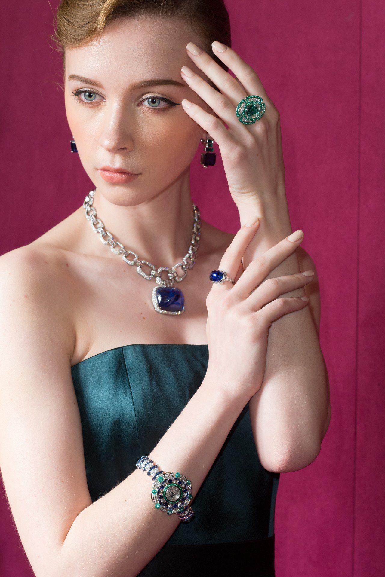 模特兒展示BVLGARI FESTA係列寶格麗頂級珠寶,其中180克拉的藍寶石項...