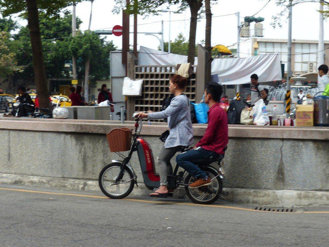 移工酒後騎乘電動自行車,如酒測超過標準值,會被依公共危險罪嫌移送法辦,若判刑還會...