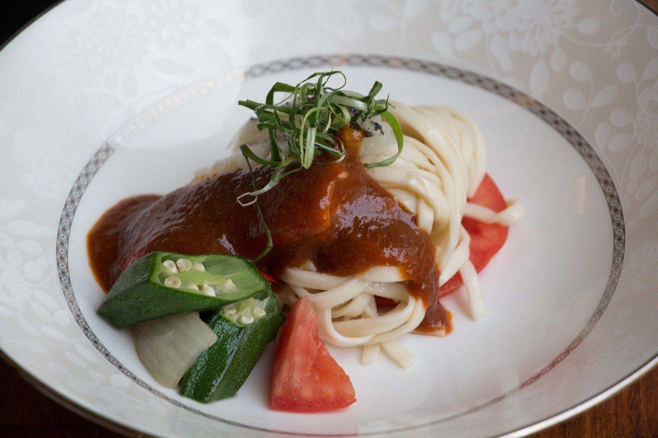 醬蒸龍躉魚拌麵。圖/台北美福大飯店提供