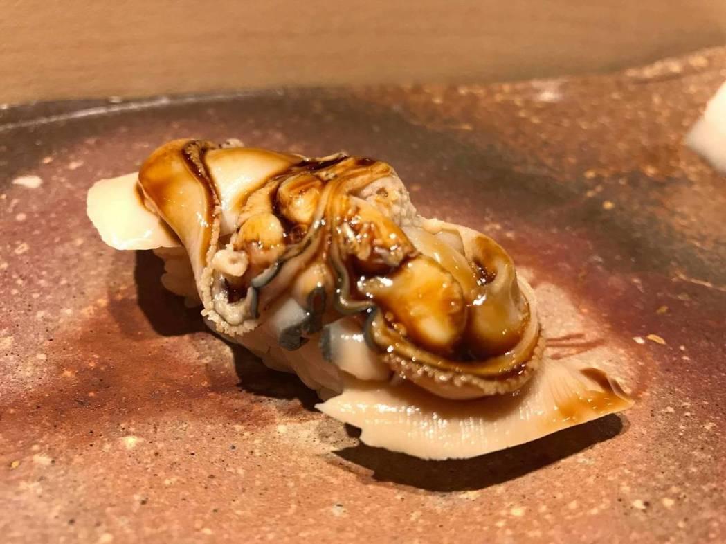 鮨野村擅常將時令食材變化成美味料理。 圖/鮨野村提供