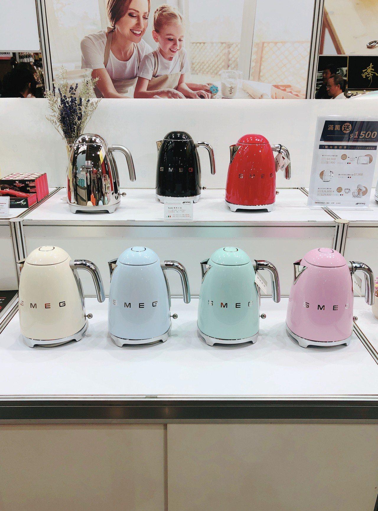 SMEG電熱水壺,展場優惠價7,900元。記者黃筱晴/攝影