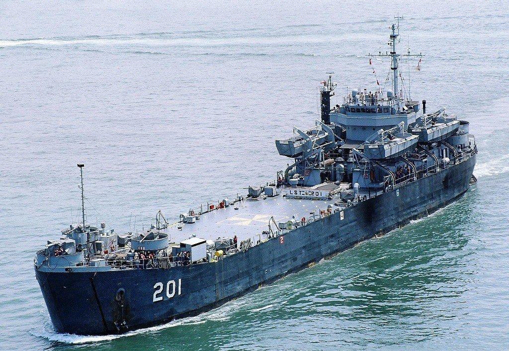 中海艦服役後期照片,艦橋因為「中新」改良計畫而大幅擴大。圖/海軍資料照