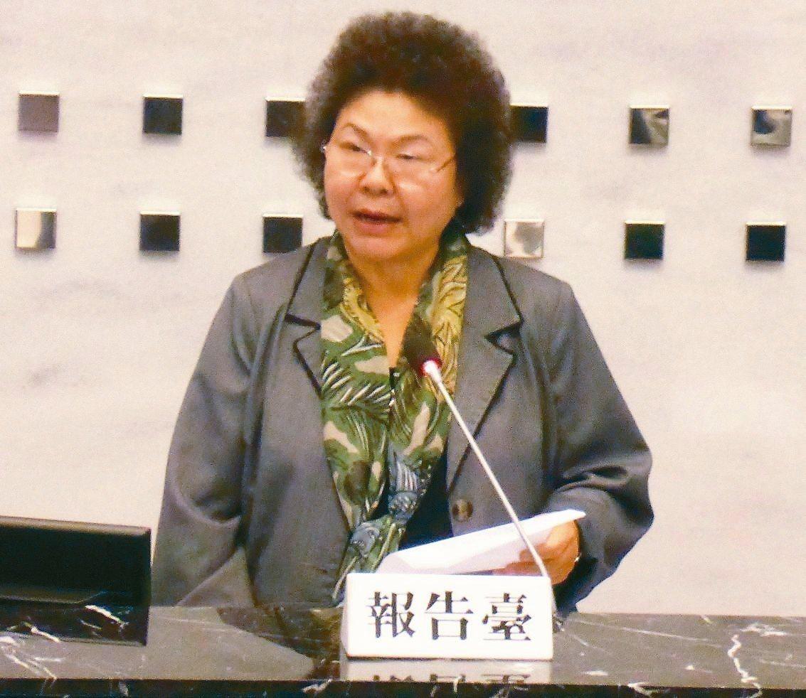高雄市長陳菊昨在高市議會做將近1小時的施政報告。 記者楊濡嘉/攝影