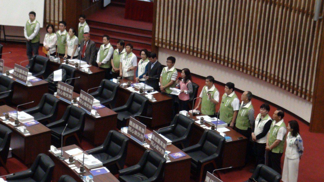 高雄市議會民進黨團昨天全力肯定高雄市長陳菊任內建設高雄的成果。記者楊濡嘉/攝影