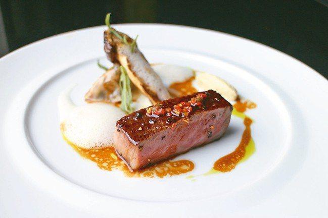 LATELIER de Joël Robuchon 侯布雄法式餐廳。