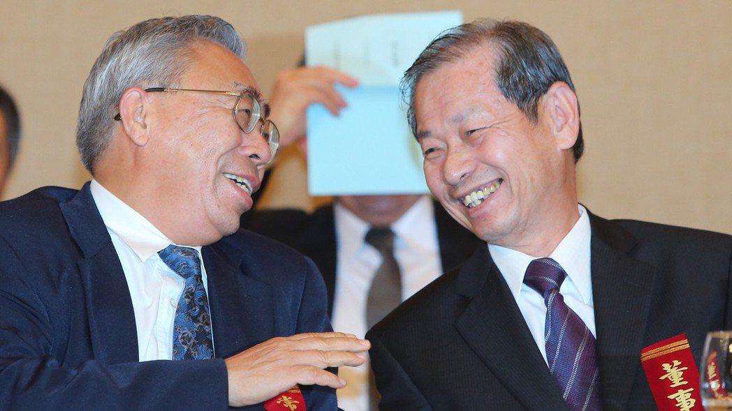 台塑集團總裁王文淵(左)與台塑石化董事長陳寳郎(右)。 報系資料照