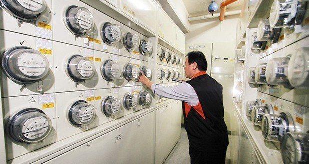 經濟部拍板,4月1日起平均電價調幅為3%,每度平均2.5488元調漲為2.625...
