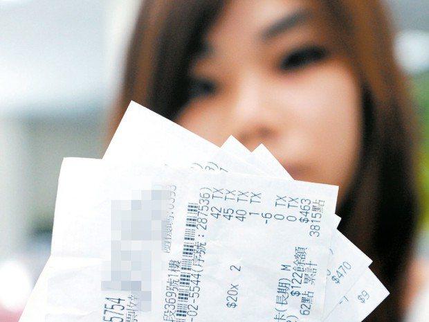 數位時代來臨,但台灣還在為統一發票到底該怎麼列印爭議不休,財政部積極發展雲端發票...