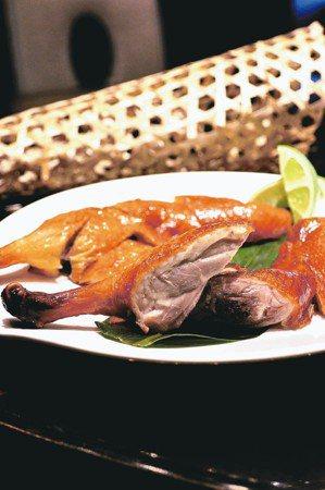 頤宮總主廚陳偉強最推薦的拿手好菜是「先知鴨」(見圖)。 君品酒店/提供