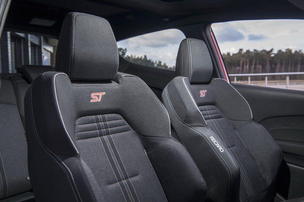 Recaro跑車座椅已經是標準配備了。 摘自Ford