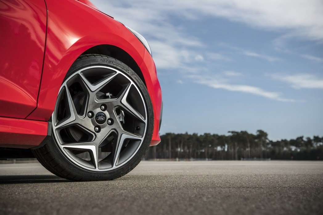 Fiesta ST 這組輪框非常獨特亮眼。 摘自Ford