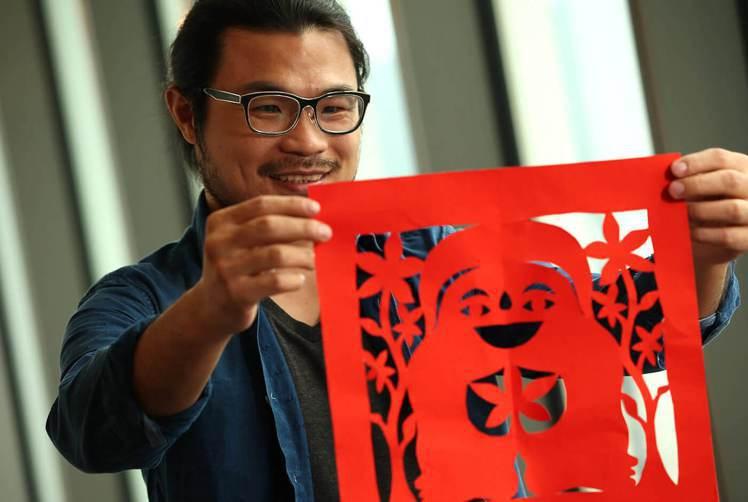 藝術家楊士毅作品希望帶給人幸福。圖/記者陳立凱攝影