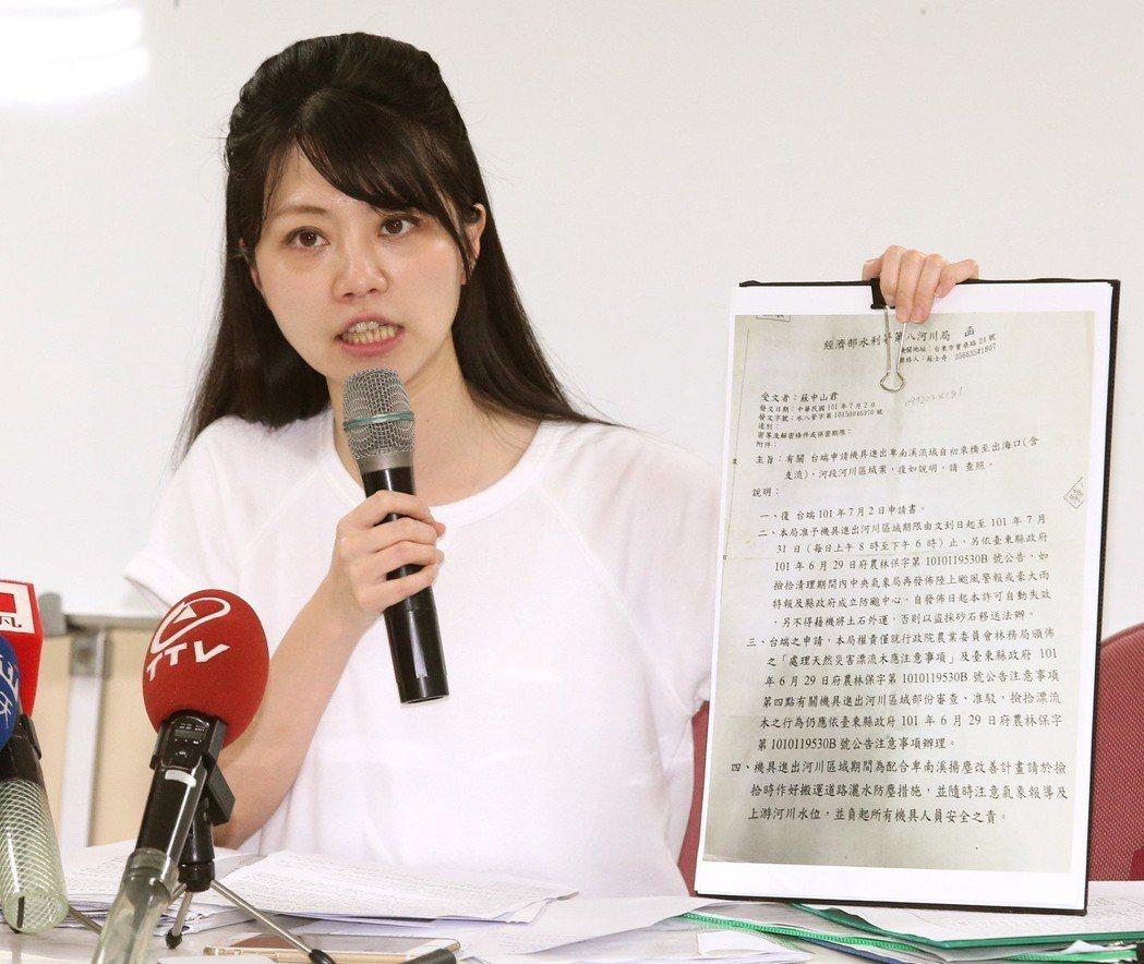 內湖南港區議員高嘉瑜曾在拜票時被民眾偷摳手心。 圖/聯合報系資料照片
