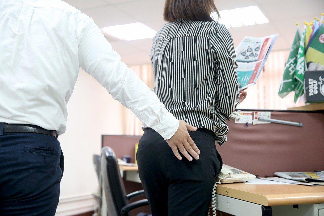 立法院驚傳性騷擾事件,至少已有六名女助理受到性騷擾,但加害人即使被申訴,也沒因此...