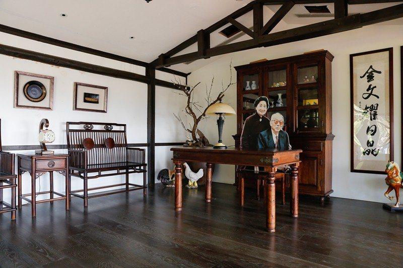 張学良が使った居間を完全な状態で保存し、一般開放しています。(写真/楊智仁)