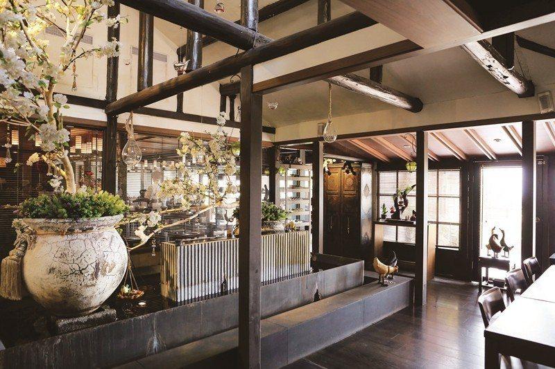 張学良が一時期を過ごした「幽雅招待所」を改築した温泉レストラン「少帥禅園」は行楽...