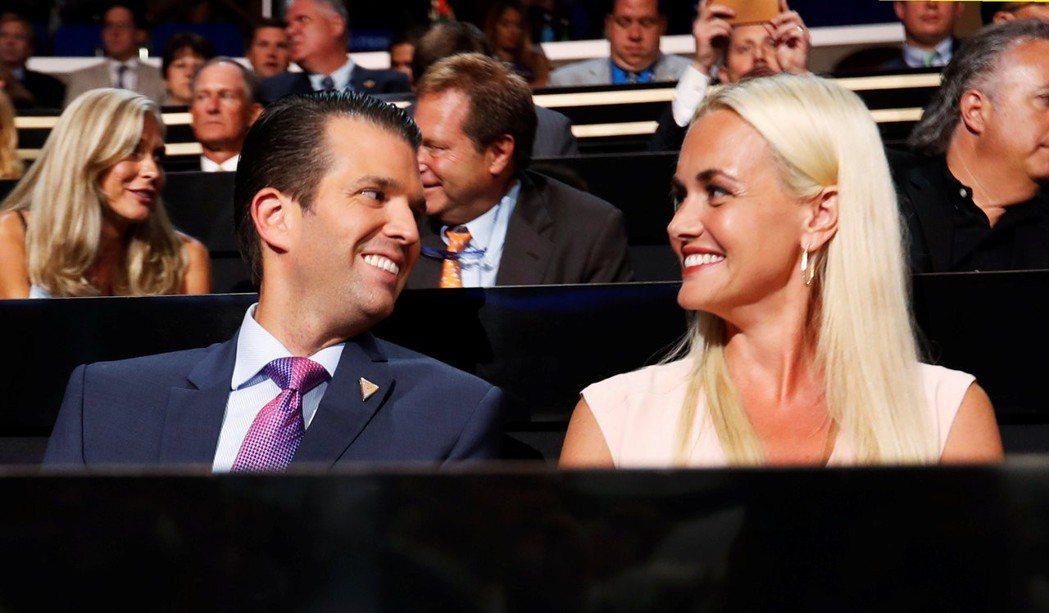 美國總統川普的長子小唐納與妻子凡妮莎宣布分居,有報導指出凡妮莎已訴請離婚。路透