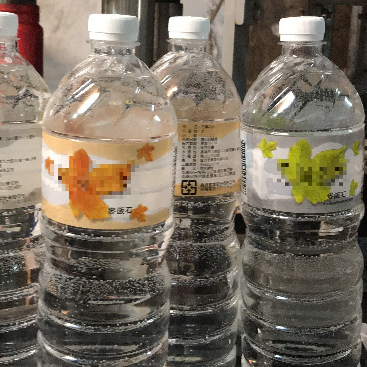 無良李姓民眾,回收丹楓之水的瓶子後,重新填充自來水,再度販售回酒店。圖/食品藥物...