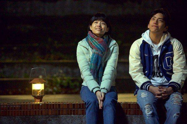 王大陸(右)與宋芸樺(左)合演的「我的少女時代」在全亞洲都創下的賣座佳績。圖/華