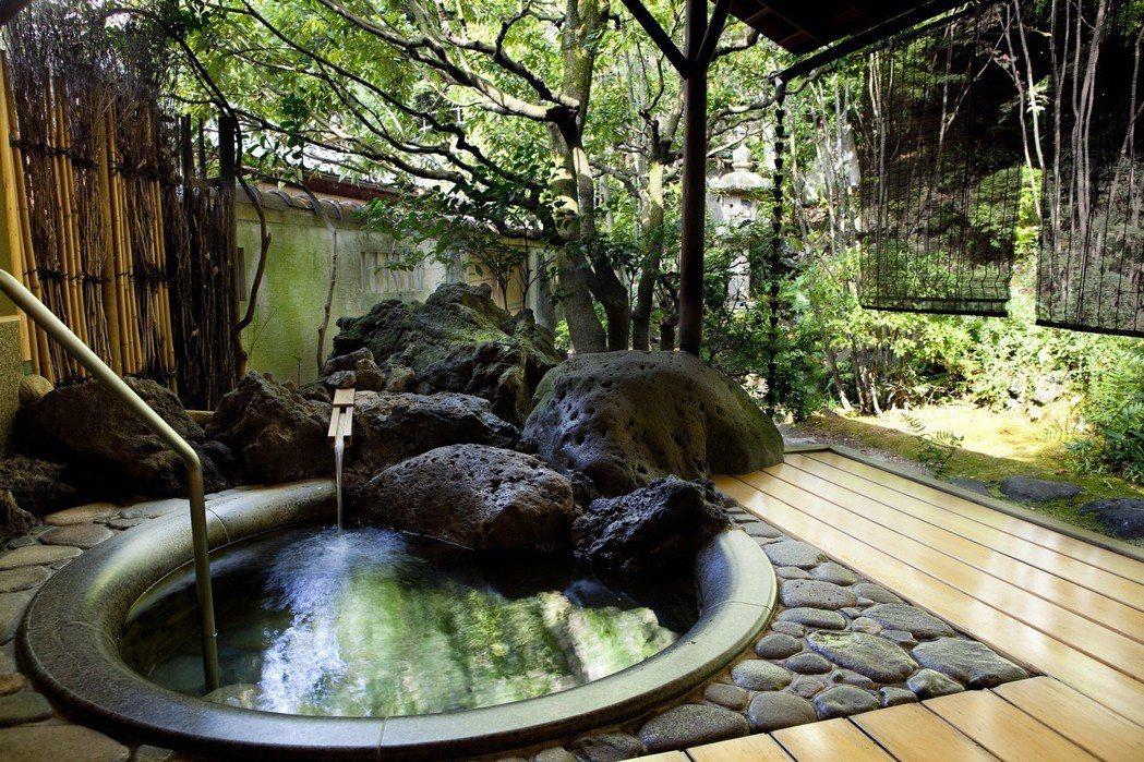 西村屋的室內湯,有著絕美觀景視野。有行旅提供