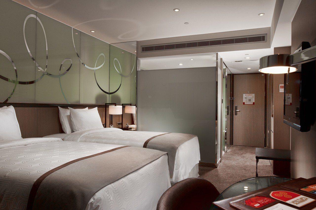 高雄翰品酒店推出春季住房專案吸客,平日每房每晚2018元起,入住雅緻客房1晚。圖...